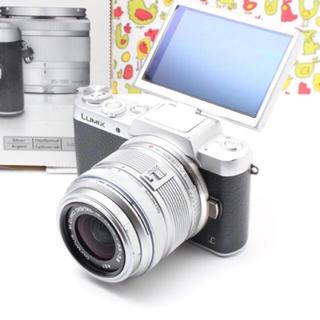 パナソニック(Panasonic)の❤️自撮り出来る❤️Panasonic DMC-GF7 シルバー レンズセット(ミラーレス一眼)