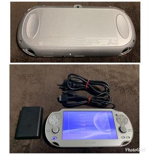 プレイステーションヴィータ(PlayStation Vita)のvita シルバー 送料無料 ②(携帯用ゲーム本体)