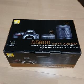 ニコン(Nikon)の《新品・未使用》Nikon D5600 ダブルズームキット(デジタル一眼)