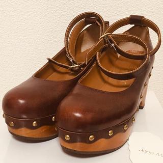 ジェーンマープル(JaneMarple)のウッドソールのビジュートリミングシューズ ブラウン S 箱タグ付(ローファー/革靴)