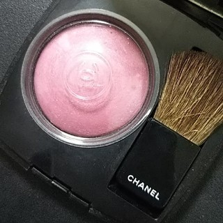 シャネル(CHANEL)のCHANELチーク ジェ コントラスト64ピンクエクスプロージョン(チーク)