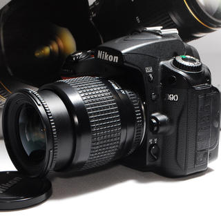 ニコン(Nikon)の★憧れのニコン★Nikon D90 レンズキット★カメラバッグ付♪★(デジタル一眼)