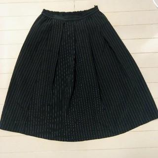ジーユー(GU)の黒ストライプフレアスカート(ひざ丈スカート)