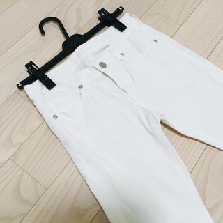 ジーユー(GU)のスキニーパンツ ホワイト(スキニーパンツ)