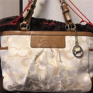 コーチ(COACH)の美品 COACH 約5万 本革×総ロゴバッグ(ハンドバッグ)