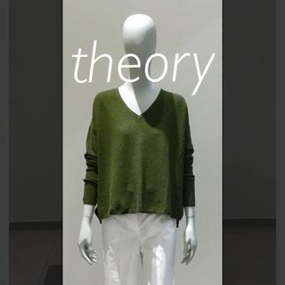 セオリー(theory)の《中古極美品》theory カーキ ニット Mサイズほど 薄手 vネック (ニット/セーター)