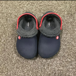 クロックス(crocs)のクロックス ボア付サンダル ネイビー C13 18.5㎝ ファー crocs(サンダル)