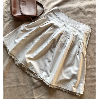 リース(REISS)のふんわり Aライン ひざ丈 スカート クリーム ベージュ フリル(ひざ丈スカート)