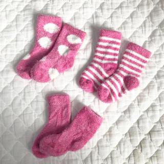 ベアフットドリームス(BAREFOOT DREAMS)の新生児 ソックス モコモコ ピンク 3足セット barefoot dreams(靴下/タイツ)