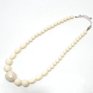 E163 珊瑚 シェル ネックレス オフホワイト (ネックレス)