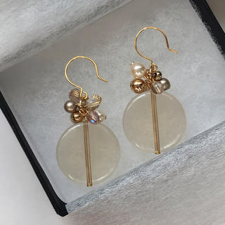 ザラ(ZARA)のsheer beige beads pierce /earring(ピアス)