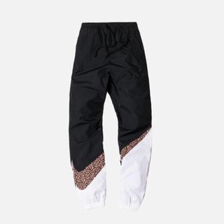 ナイキ(NIKE)のKITH x NIKE BIG SWOOSH PANTS Mサイズ (ワークパンツ/カーゴパンツ)
