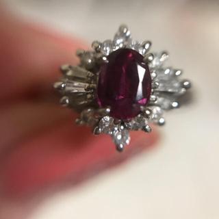 お買い得!天然ルビー テーパーカットとメレダイヤ取り巻きリング(リング(指輪))