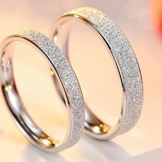 小人数の設計指輪カップルの女性は日韓の簡約金に対する戒め(リング(指輪))