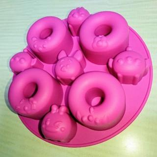 ディズニー(Disney)の美品★ディズニーツムツム ドーナツ型 シリコンモールド ケーキ型 マドレーヌ型 (調理道具/製菓道具)