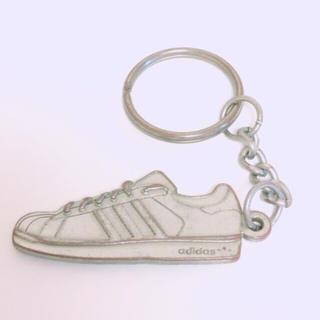 アディダス(adidas)のadidasスニーカーキーホルダー(キーホルダー)