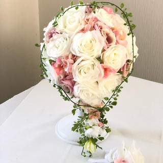 白バラ×ピンクのオーバルブーケ☆(ブーケ)