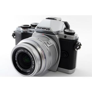 オリンパス(OLYMPUS)の★おしゃれなデザイン★オリンパス E-M10 シルバー レンズ(ミラーレス一眼)