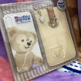 ディズニー(Disney)の新品ダッフィー ポーチ付きiPhoneケース(iPhoneケース)