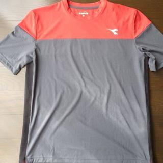 ディアドラ(DIADORA)のDIADORAディアドラ Tシャツ 赤×チャコールグレー(Tシャツ/カットソー(半袖/袖なし))