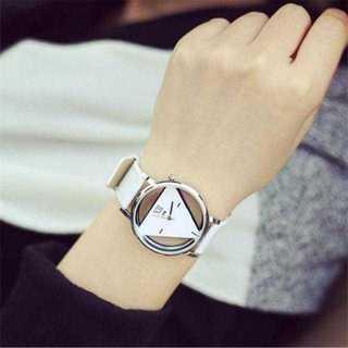 MC078 送料無料♪トライアングルウォッチ 白腕時計 単品(腕時計(アナログ))