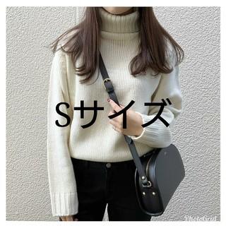 ジーユー(GU)の【新品未使用】gu ローゲージタートルネックセーター メンズSサイズ(ニット/セーター)