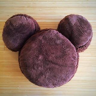 ディズニー(Disney)のミッキーシェイプ マカロンモチーフ  クッション(クッション)