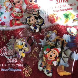 ディズニー(Disney)の新品 ミッキー デイジー ピンバッジ チャーム 2018 クリスマス ディズニー(バッジ/ピンバッジ)