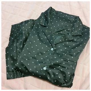 ジーユー(GU)のGU♡サテンパジャマ ハート柄ブラック L(パジャマ)