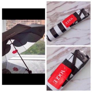 アリスアンドオリビア(Alice+Olivia)の新品未使用|アリスアンドオリビア 折り畳み傘 ストライプ柄ケース付き 海外限定(傘)