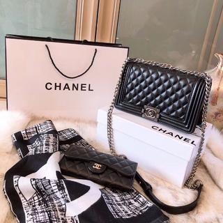 CHANEL - Chanel ショルダーバック 財布 マフラー 三つセット
