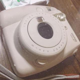 フジフイルム(富士フイルム)のチェキカメラ  instax 8+(フィルムカメラ)