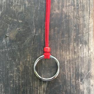 数量限定カラー リングネックレス 赤 最大90cm(ネックレス)
