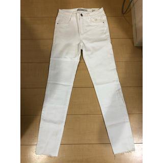 ザラ(ZARA)の【新品,タグ付き】ZARA ザラ ホワイトデニム 白パンツ  ★サイズ34 (デニム/ジーンズ)