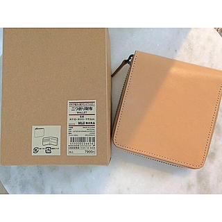 ムジルシリョウヒン(MUJI (無印良品))の【新品】MUJI イタリア産ヌメ革ラウンドファスナー二つ折り財布  (財布)