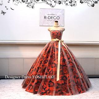 ウエディングドレス(パニエ無料) 白チュールかけ/黒ベース赤花柄 二次会/披露宴(ウェディングドレス)
