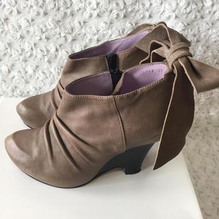 ザラ(ZARA)のMANA マナ 本革バックリボン  ショートブーツ(ブーツ)