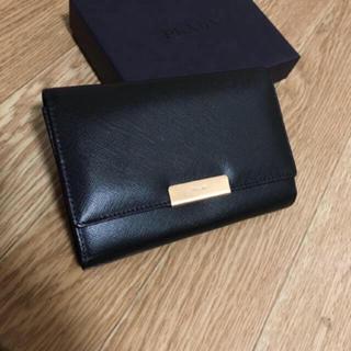 プラダ(PRADA)の美品PRADAサフィアーノ折り財布プラダ黒レザーBVLGARIコーチGUCCI (財布)