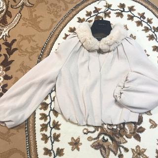コトゥー(COTOO)のCOTOOの裏地まで可愛いファー付きピンクベージュボレロジャケット♡(ボレロ)
