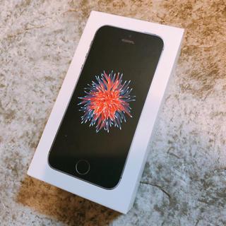 アップル(Apple)のiPhone SE Space Gray 32 GB SIMフリー(スマートフォン本体)