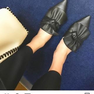 ザラ(ZARA)のZARA リボン付きレザーフラットシューズ(ローファー/革靴)