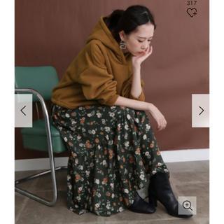 ケービーエフ(KBF)の新品タグ付◆ フラワープリントロングスカート ダークグリーン(ロングスカート)