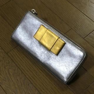 ミュウミュウ(miumiu)のミュウミュウ シルバーゴールド 長財布 正規品(財布)
