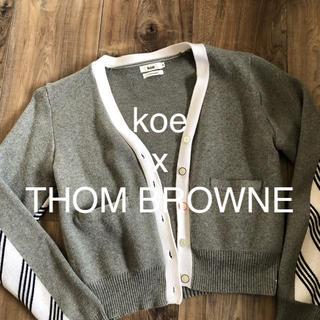トムブラウン(THOM BROWNE)のKoe thom Browneコラボ カーディガン(カーディガン)