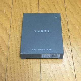 スリー(THREE)のシマリンググローデュオ 01(ファンデーション)