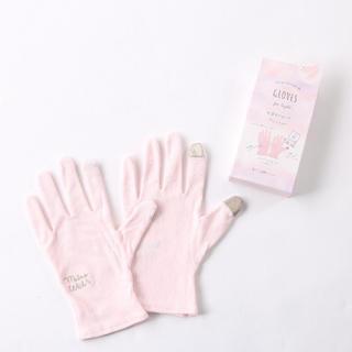 スリーコインズ(3COINS)の保湿グローブ(手袋)