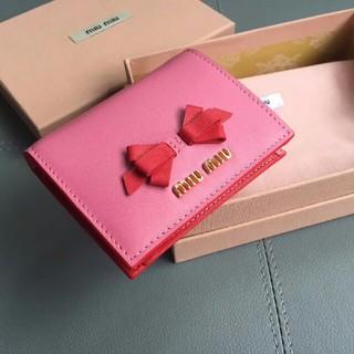 ミュウミュウ(miumiu)のmiumiu ピンク/レッドレディース 財布(財布)
