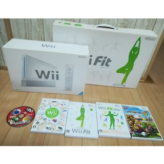 Wii - Wii本体+WiiFit本体+ソフト5点
