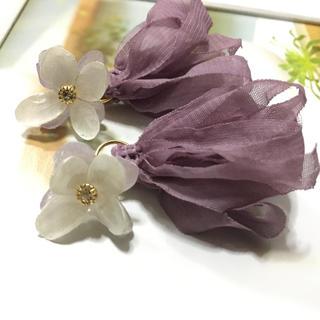 カスタネ(Kastane)のハンドメイド バイカラー 紫陽花とフリフリタッセルのピアス(ピアス)