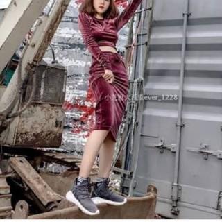 アディダス(adidas)のベロアスカート(ひざ丈スカート)